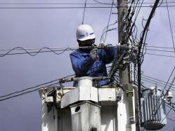 電線などからオフィスに電話回線を引き込む工事は基本的にNTTに依頼します